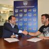 Landajo firmó el primer contrato