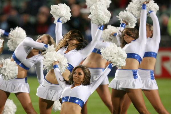 mohicanos_cheerleaders_image009271211