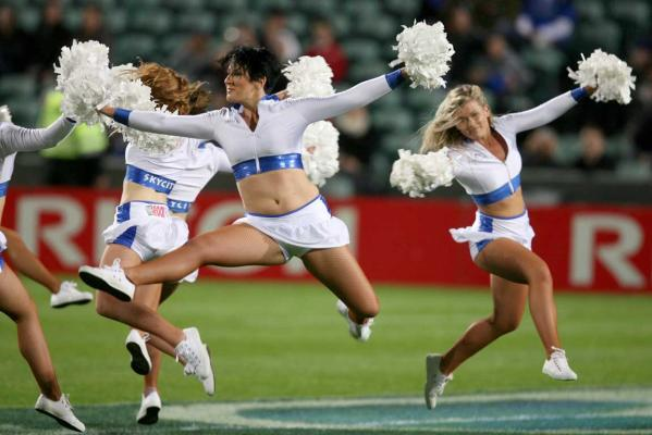 mohicanos_cheerleaders_image012271211
