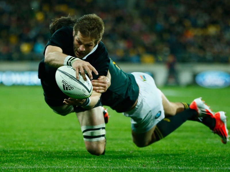 richie-mccaw-of-the-all-blacks-scores-a-try-d_3203366