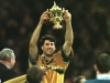 john-eales-with-world-cup-trophy-in-1999_2604593
