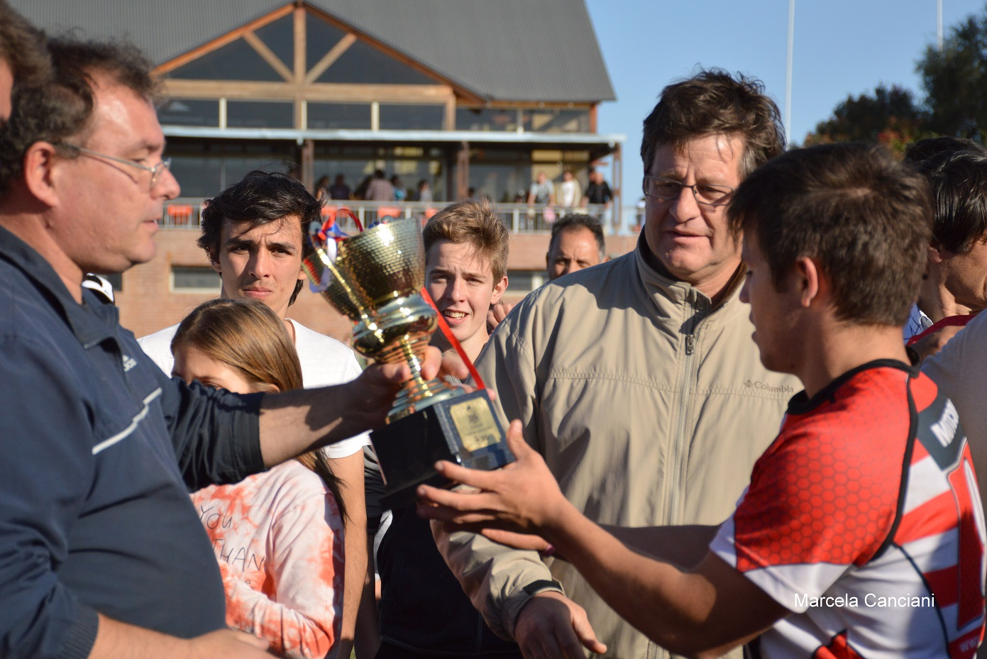 Entrega de la Copa - Foto: Canciani