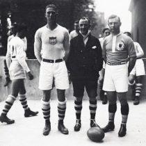Albert Freethy y los dos capitanes, Colby Slater (EEUU) y René Lassere (Francia)